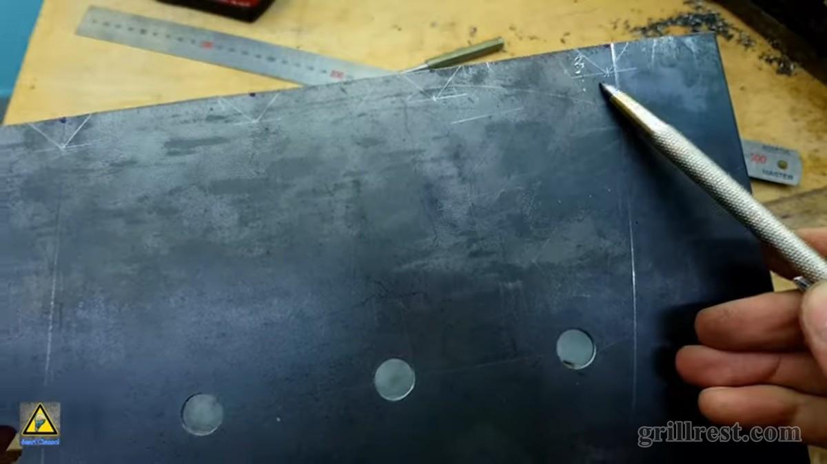 Углубление под шампуры располагаем также с шагом 60 мм