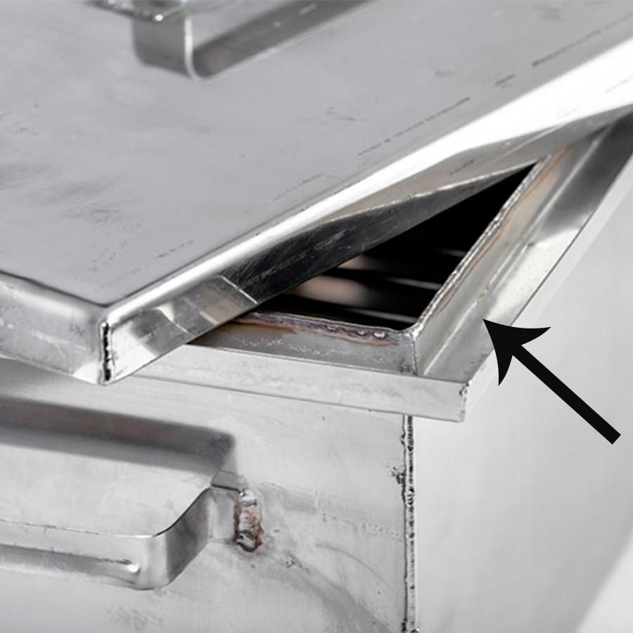 <strong>Гидрозатвора.</strong> Его рекомендовано устанавливать, так как затвор помогает снижать уровень канцерогенных составляющих в дыме и регулирует воздухопотоки;