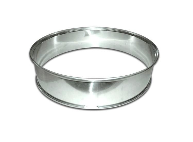 <strong>Кольцо для расширения.</strong> Позволяет увеличить объем чаши, чтобы внутри нее можно было разместить дополнительные решетки или противни, либо тушку птицы.