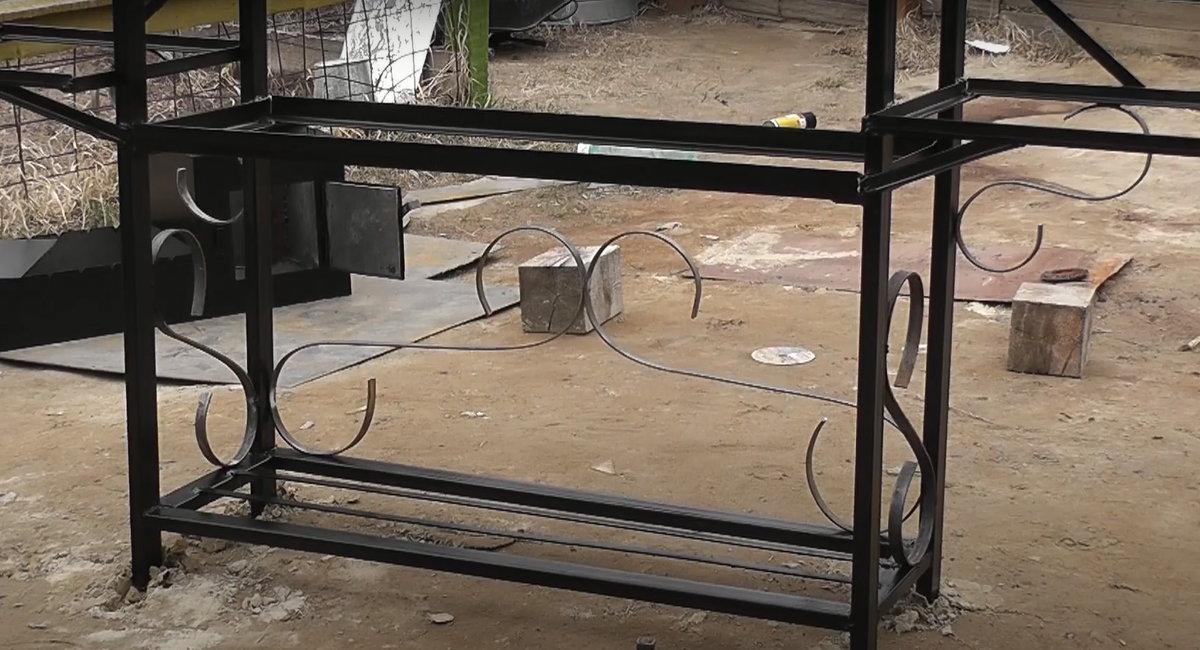 Рейтинг мангалов с крышей из металла и изготовление своими руками