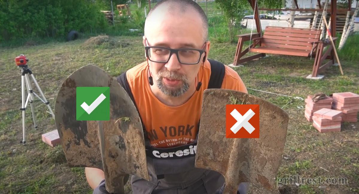 Копать ямки лучше штыковой лопатой