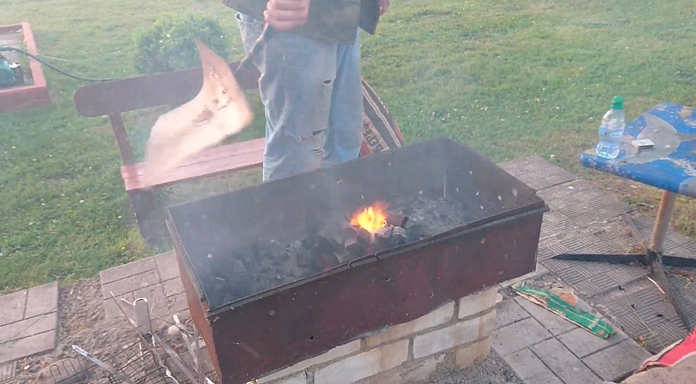 Раздувание жара с помощью опахала