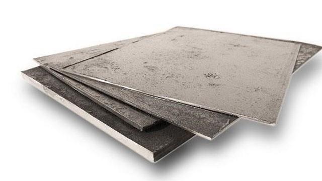 Листы металла (толщина — 3 мм, остальные размеры произвольно-пропорциональные)