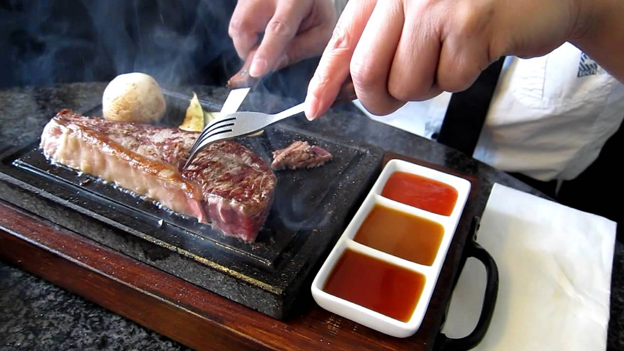 Камень для жарки мяса в деревянной подставке