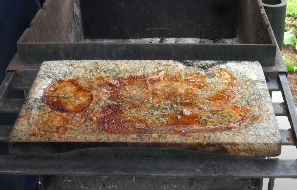 <b>Легкое обслуживание</b><p>Особенно актуально для камней из талькохлорита. После использования камень достаточно протереть влажной тряпкой или почистить скребком.</p>